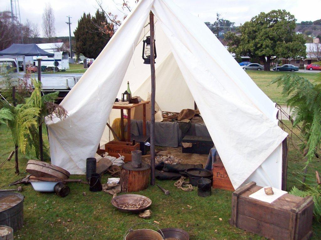 Bob Ellisu0027 focus on canvas period tents - Southern Cross Free Trappers & Bob Ellisu0027 focus on canvas period tents - Southern Cross Free ...