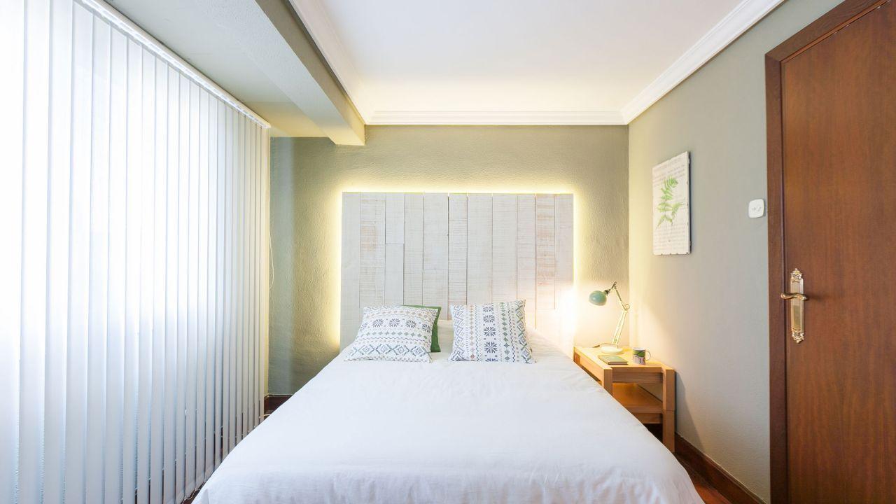 Dormitorio de estilo natural en verde y blanco - Cojines