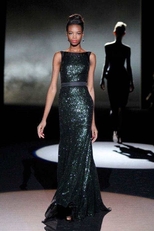 bd07e0ac9 Vestido de fiesta largo en color verde olivo con escote extendido estilo  marinero - Foto Badgley Mischka