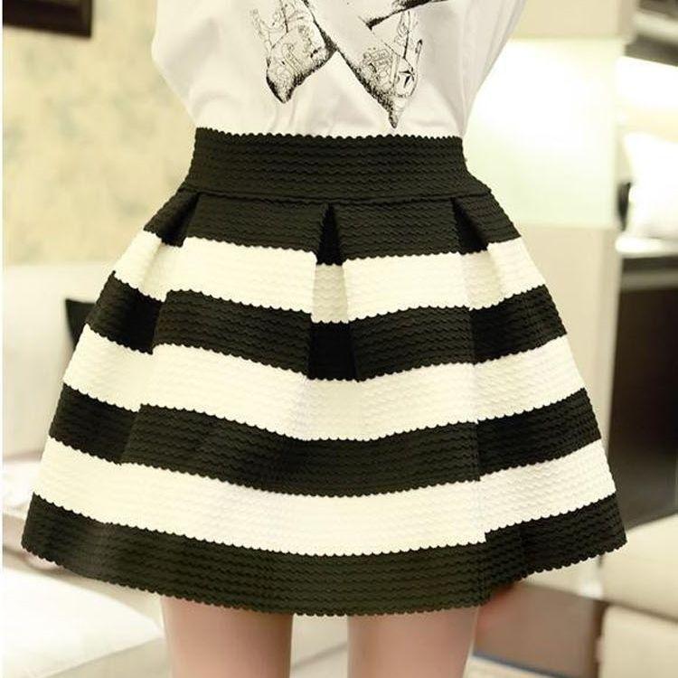 Falda evasé en blanco y negro a rayas (SS14) comprada en eBay por 7,31€