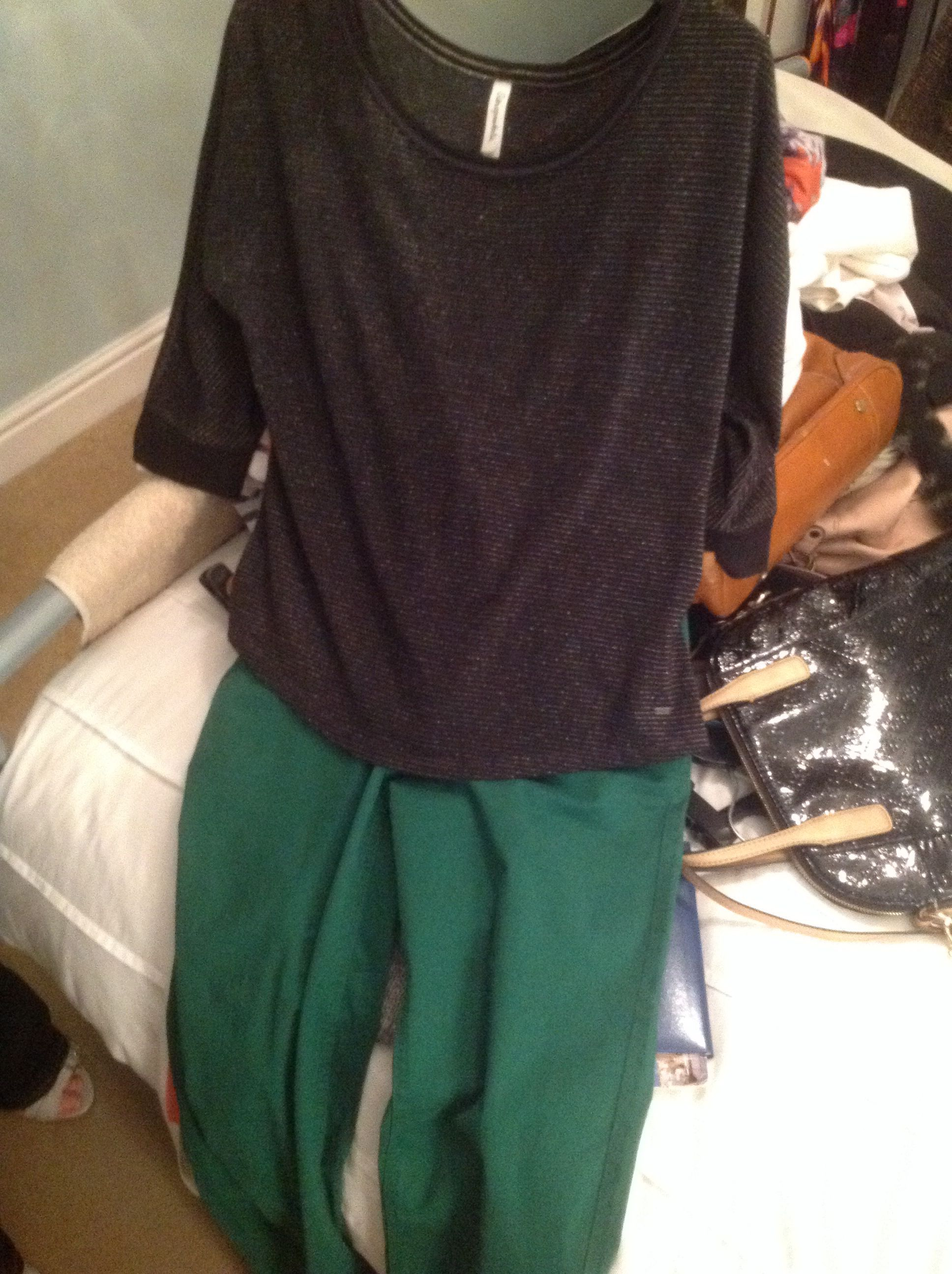 Green trouser outfit idea