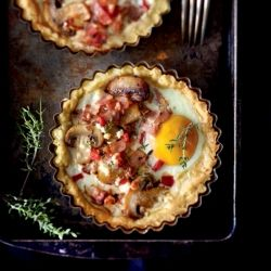 Hearty tart with eggs, mushrooms and bacon - Full breakfast in a different way