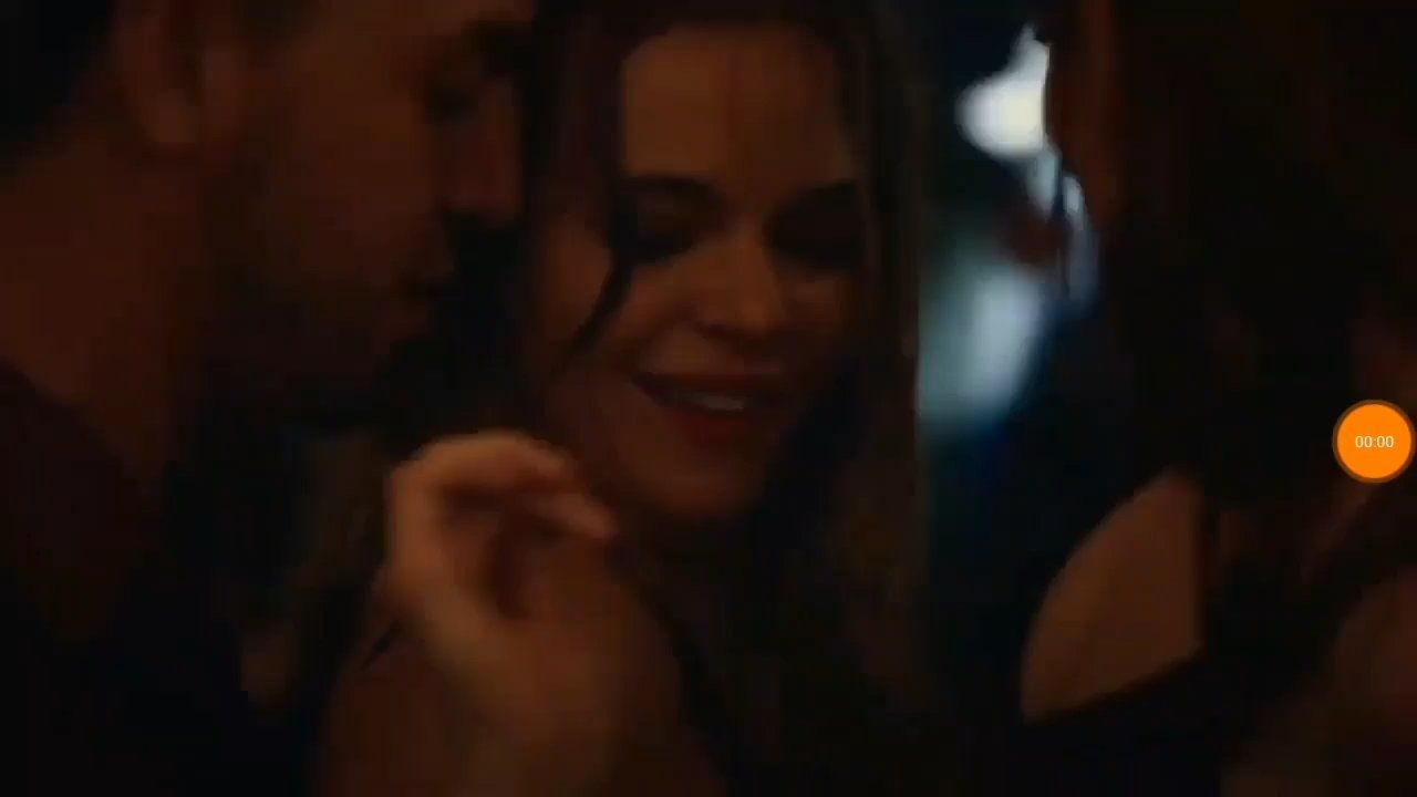 Lesbian Kissing Scene Daniellepanabaker Kissing Scenes