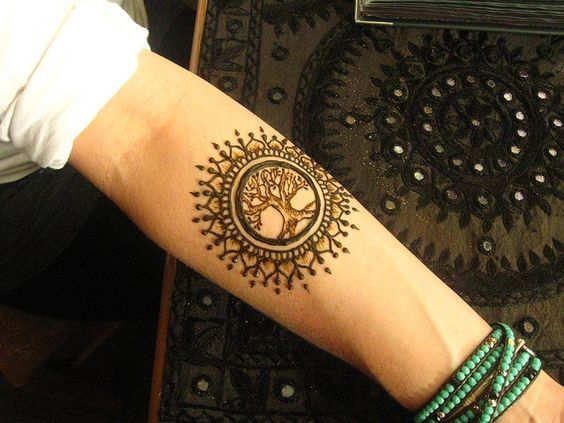 Great Designs For Tree Tattoos Made With Henna Tree Henna