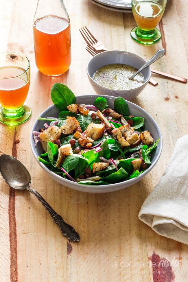 Ensalada de espinacas baby con dátiles, almendras y vinagreta de té kombucha (Kefiralia) - Spinach, dates and almond salad with kombucha tea vinaigrette -  #kombucha #ensalada #salad #foodphotography #foodstyling #kefiralia  #recipe #receta