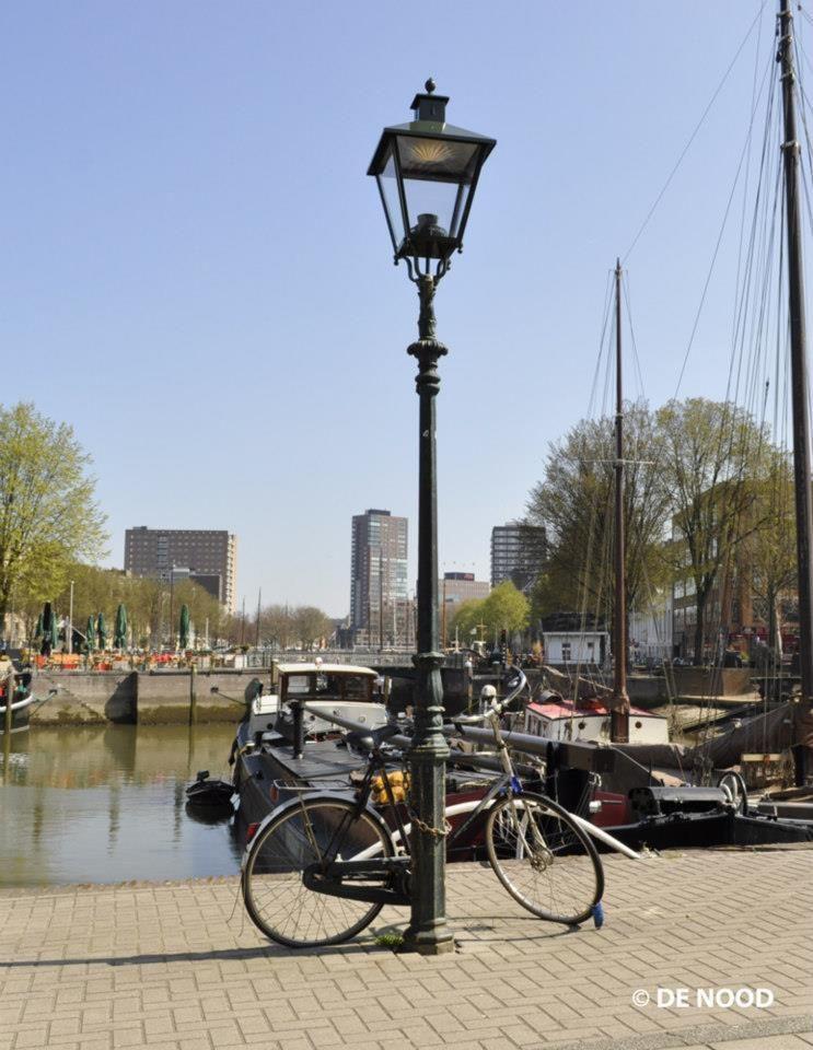 De oude haven in rotterdam met lantaarn klassieke for Venster lantaarn rotterdam