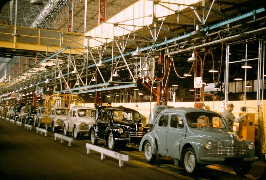 usine factory renault 4cv production line pre loved car museum v e pinterest paris and. Black Bedroom Furniture Sets. Home Design Ideas