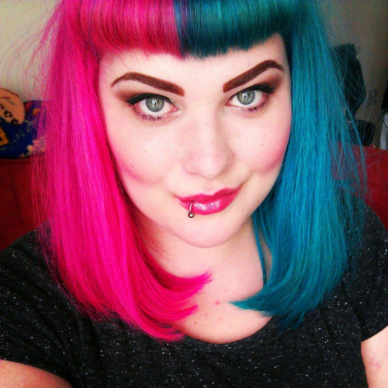 Half Pink And Half Blue Hair Cabelo E Maquiagem Cabelo Rapunzel Cabelo Colorido