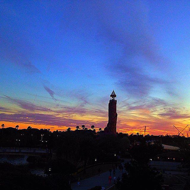 The sunset was just too much tonight. #UniversalMoments #canvas #painting #lighthouse #magic #magichour #islandsofadventure #universal #universalorlando #orlando #florida #LoveFL #VisitOrlando #sunset #love #whoa #igers
