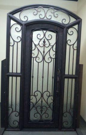 Porte d entr e en fer forg porte en fer porte en acier design menuiseries du for Porte entree fer forge villa