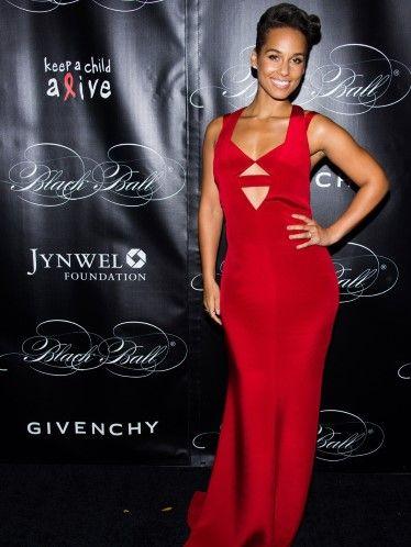 Alicia Keys marcó sus curvas con un vestido Rojo Cereza en el 10th Annual Black Ball de Keep a Child Alive.