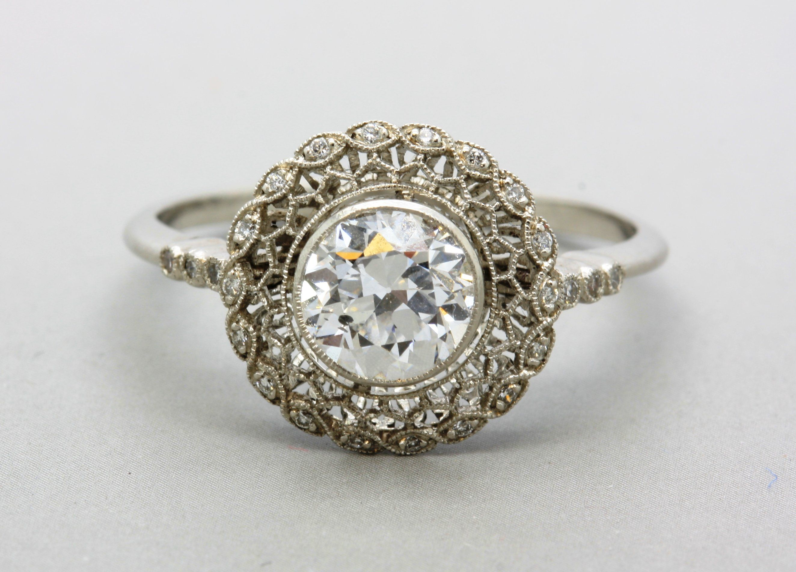 What a beautiful idea for a wedding ring Art Nouveau engagement ring halo st