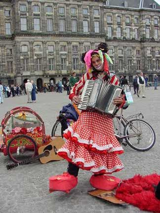 Street Musician in       front of the Palace