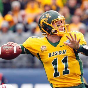 Carson Wentz Qb Ndsu Bison Carson Wentz Ndsu Bison Football