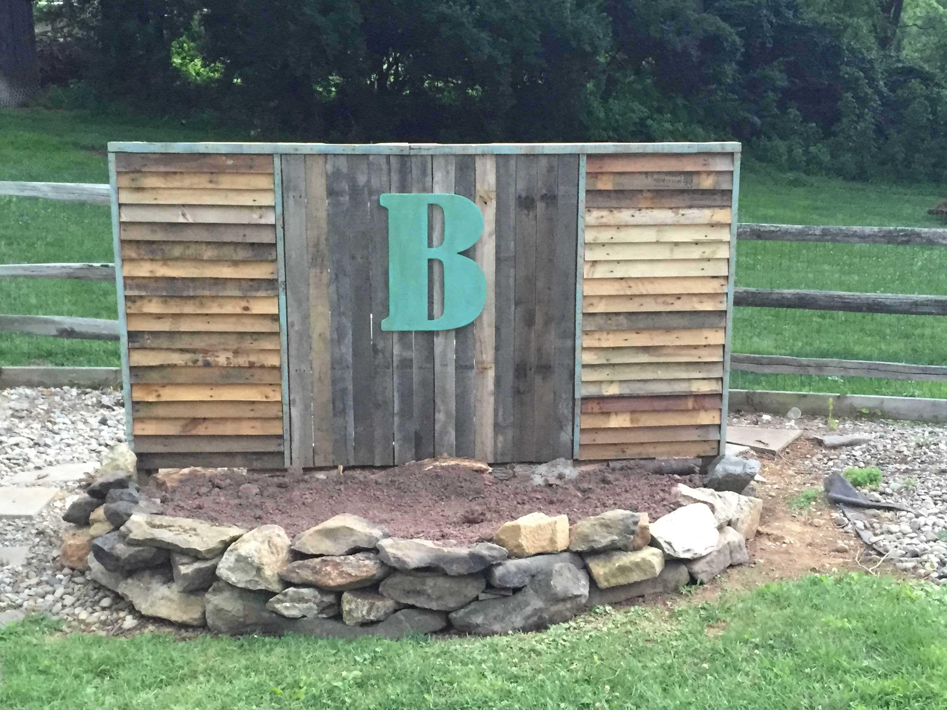 Pallet Fence Hiding Pool Pump Fences