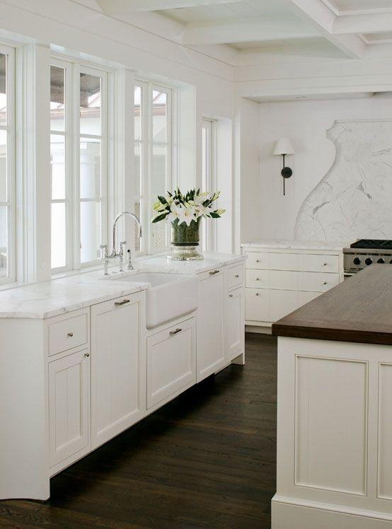 dark floors / white marble / white cabinets | kitchie kitchy, Innenarchitektur ideen