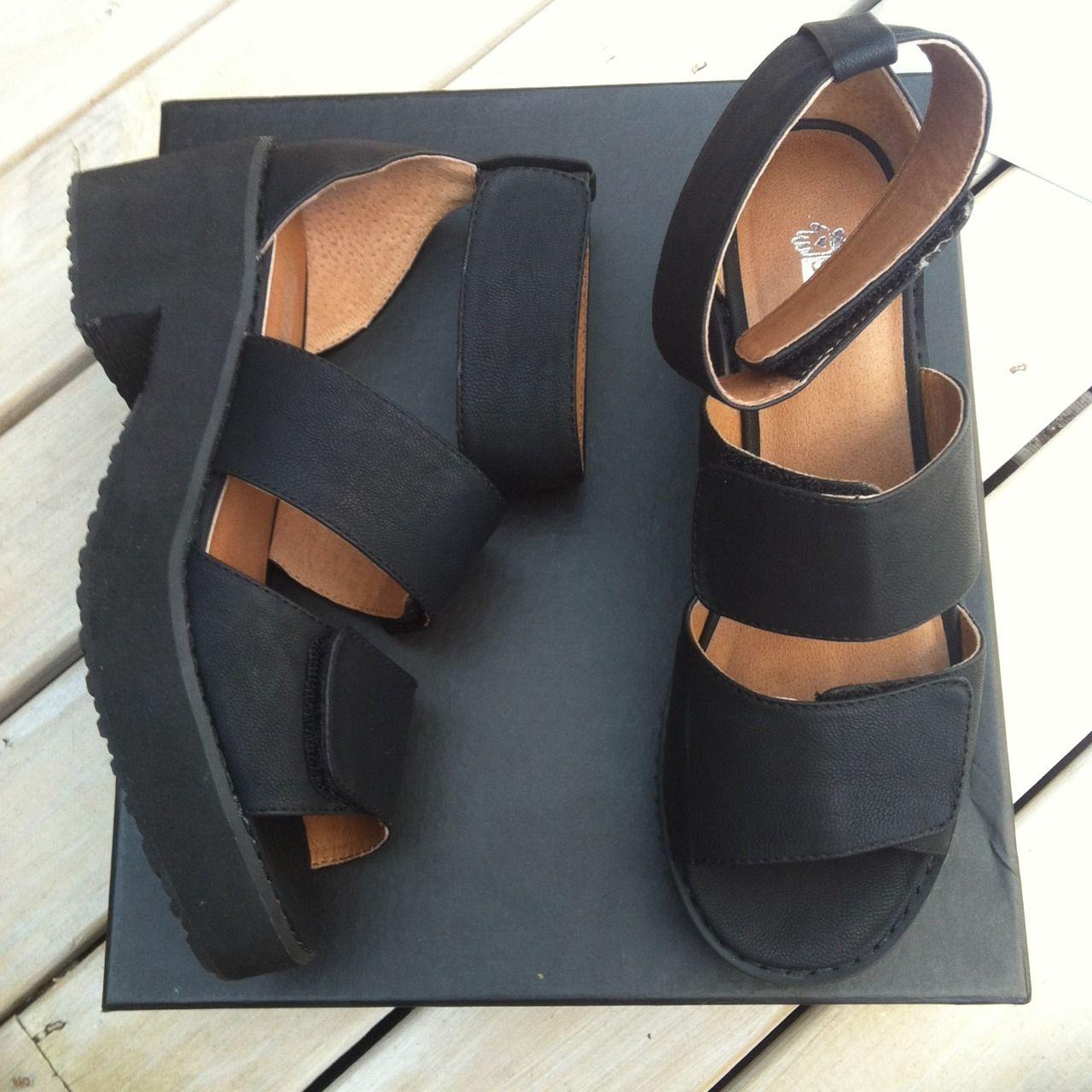 Black sandals grunge - Velcro Too I Need These Chunky Sandalsblack