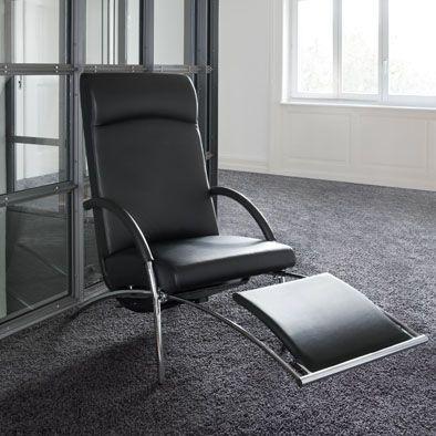 Relaxfauteuil Curve - IP Design   Met de hand verstelbare rugleuning. Uittrekbare voetensteun. Leverbaar in stof of leder, onderstel Chroom glanzend. Te koop bij: http://www.eurlingsinterieurs.nl/ https://www.facebook.com/eurlingsinterieurs