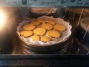 Ricetta per fare la melanzane con il piatto crisp del microonde; per preparare le melanzane necessario un forno a microonde che abbia il piatto crisp.
