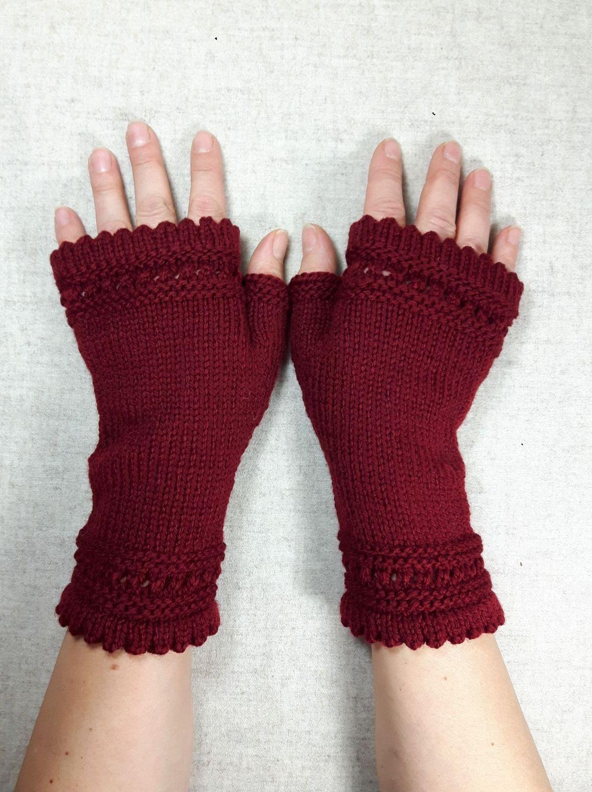 Fingerlose Handschuhe, Wolle, Dunkelrot, Marsala. Mit Muster ...