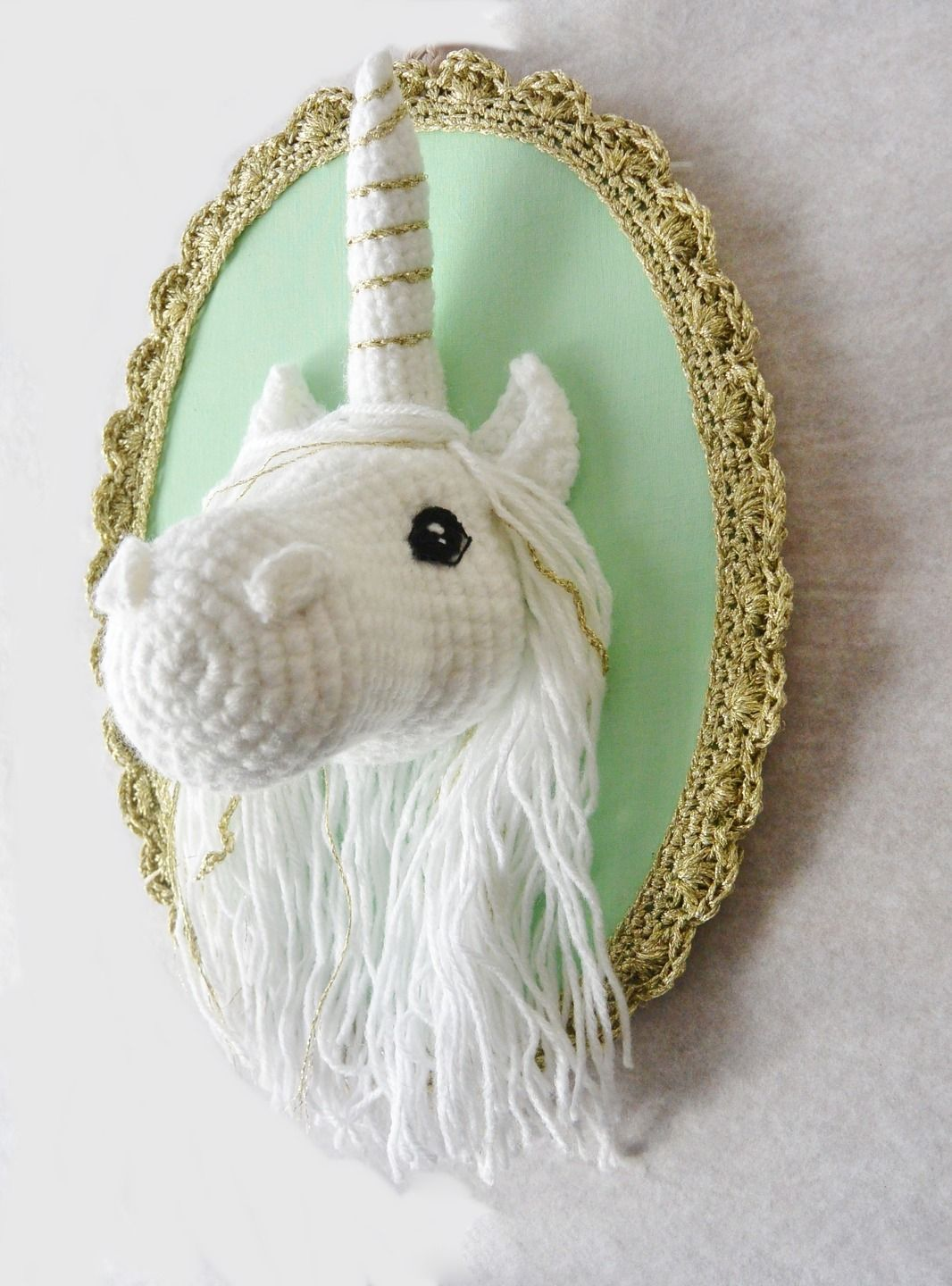 Licorne fait main au crochet d corations murales par for Decoration maison licorne