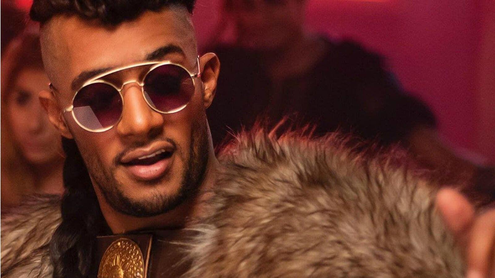 معجبة تنهار في أحضان محمد رمضان وتتعرض لانتقادات لاذعة فيديو Ramadan Net Worth Richest Actors
