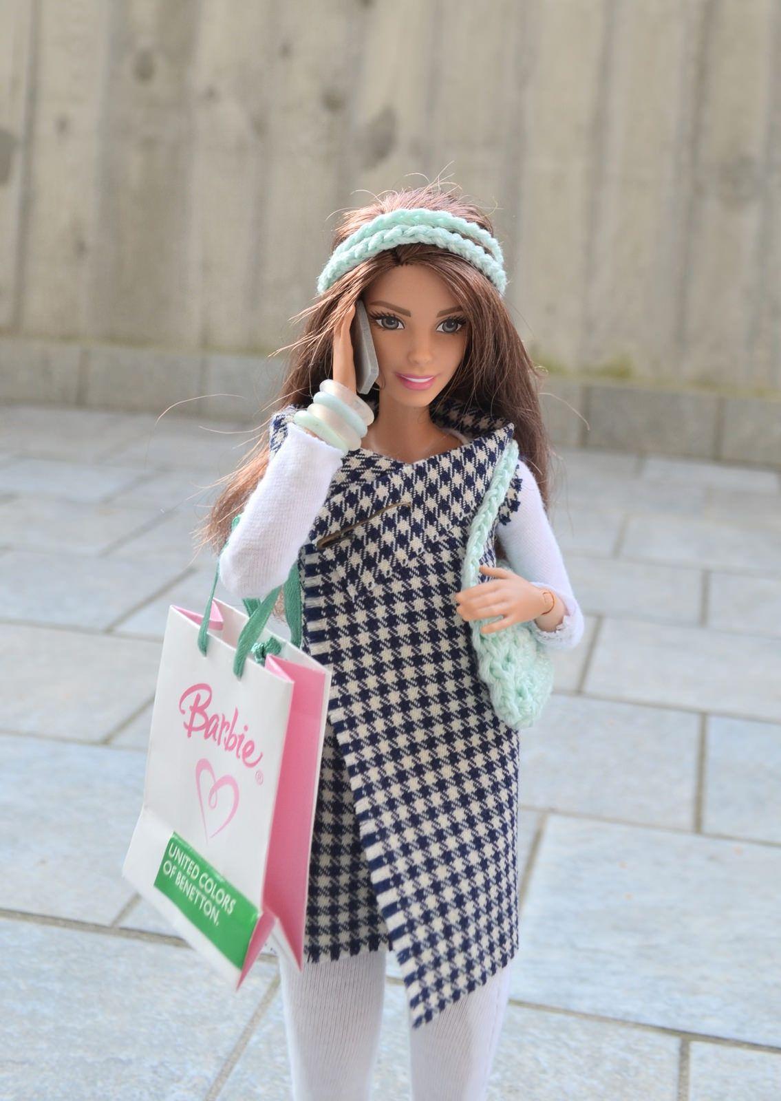 https://flic.kr/p/Dwmwsn   Shopping Day   Leggings, shirt, sleevless jacket, bag and headband: made by me Shopping bag: Mattel Shoes: ebay