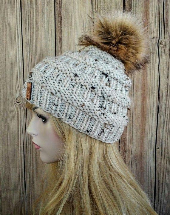 Knit Messy Bun Hat Pattern, Knit Beanie Pattern, Messy Bun Pattern, Messy Bun Hat Pattern, Beanie Pattern, Messy Bun Hat, Hat Pattern #messybunhat