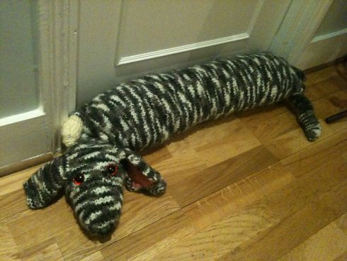 Knitted dog draught excluder; free Ravelry pattern | zima ...