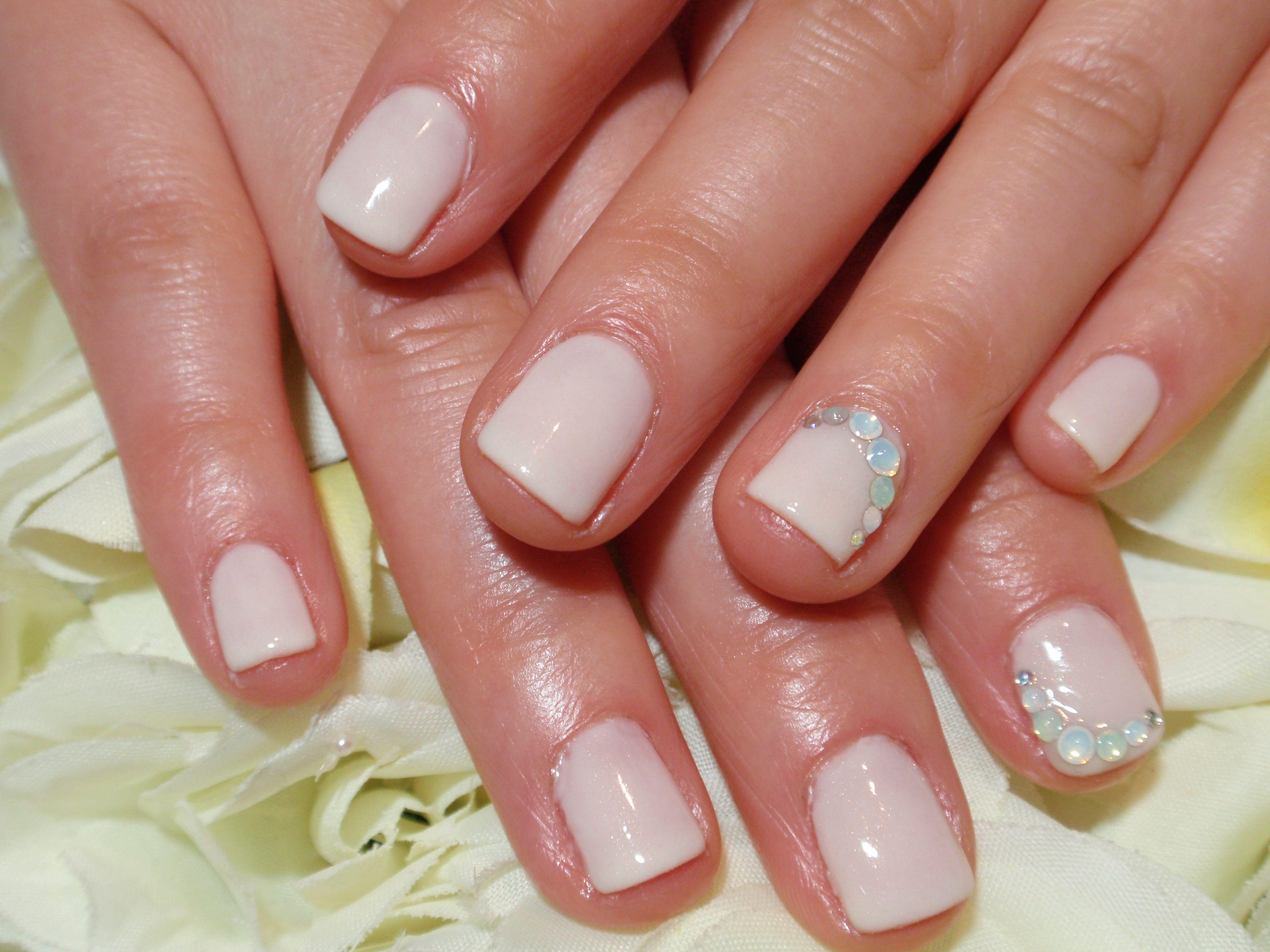 Simply wedding ivory nails | nail love | Pinterest | Flor de loto y Flor