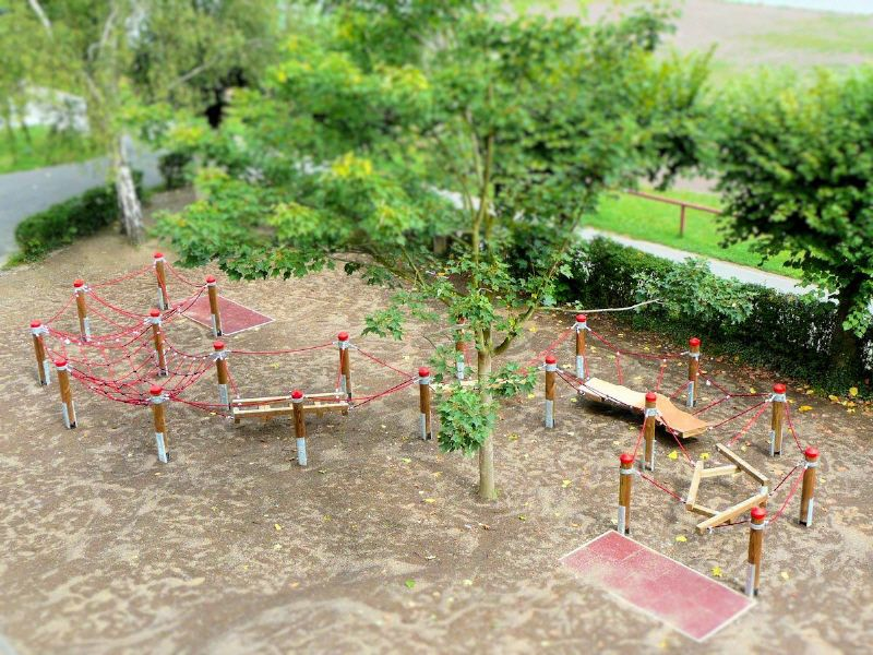 Niedrigseilgarten Motorik Segmente Fur Naturnahe Spielplatzgestaltung Schulhof Spielplatz Garten