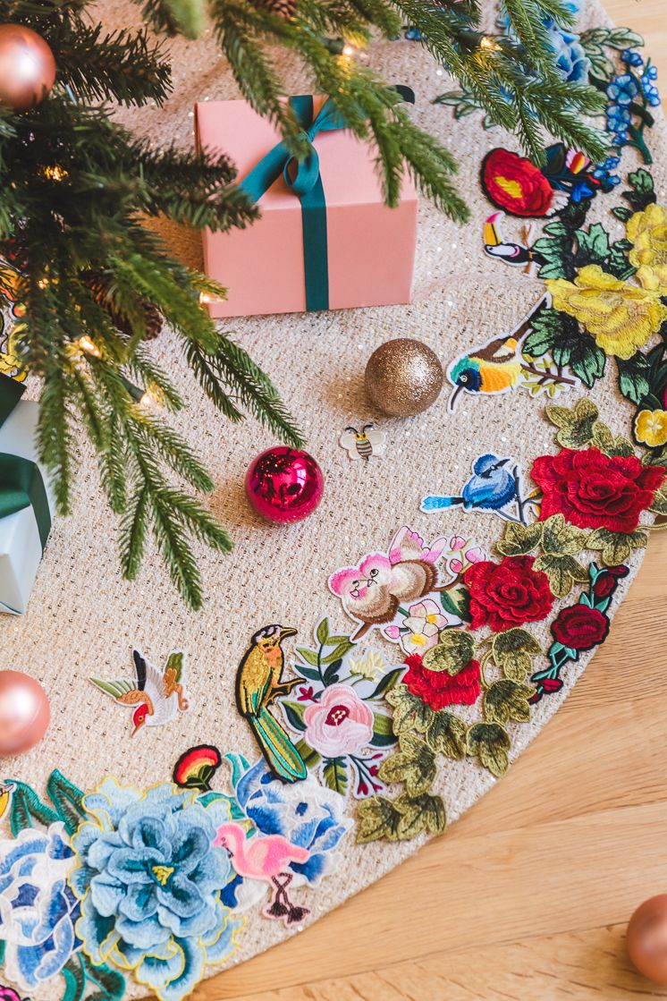 Applique Tree Skirt Hack The House That Lars Built Christmas Wrapping Diy Retro Christmas Decorations Pink Christmas Tree