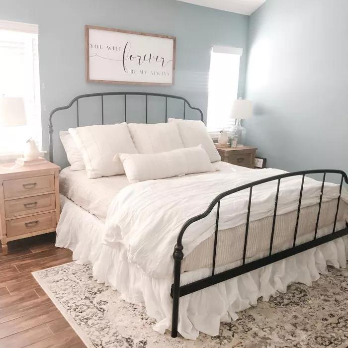 Pin By Julia Mendez Schmidt On Bedroom Inspo Farmhouse Bedroom Decor Black Bed Frame White Metal Bed