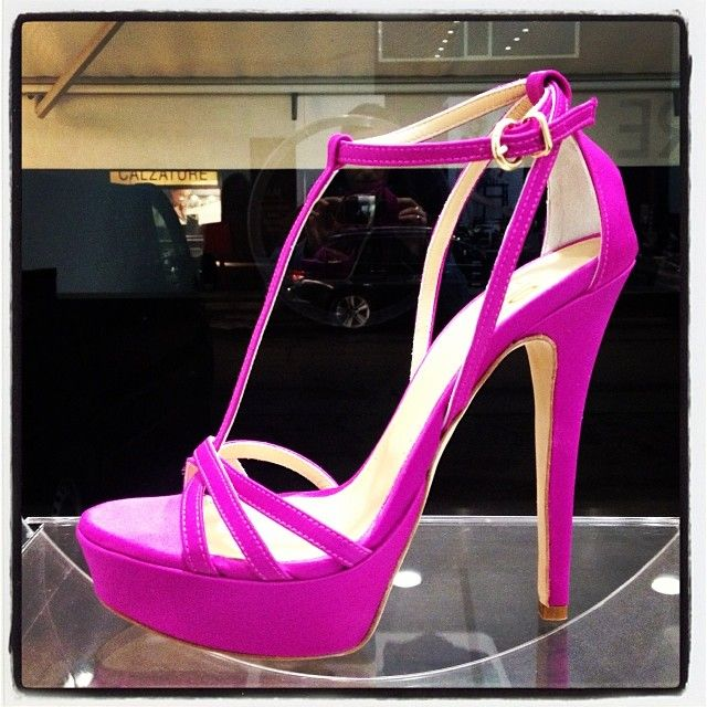 Sandalo in raso fucsia