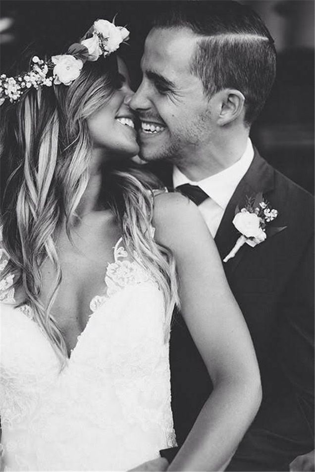 20 Heart Melting Wedding Kiss Photo Ideas Weddinginclude Family Wedding Photos Wedding Photography Styles Wedding Photos Poses