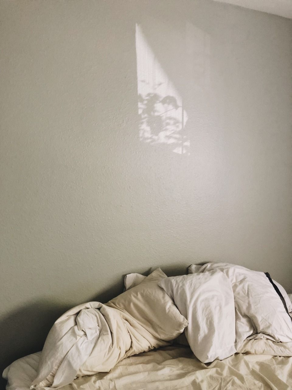 Pin by 𝔅𝔞𝔟𝔶ˎˊ˗ on ʀᴏᴏᴍs Unmade bed, Stay in bed, Sheets