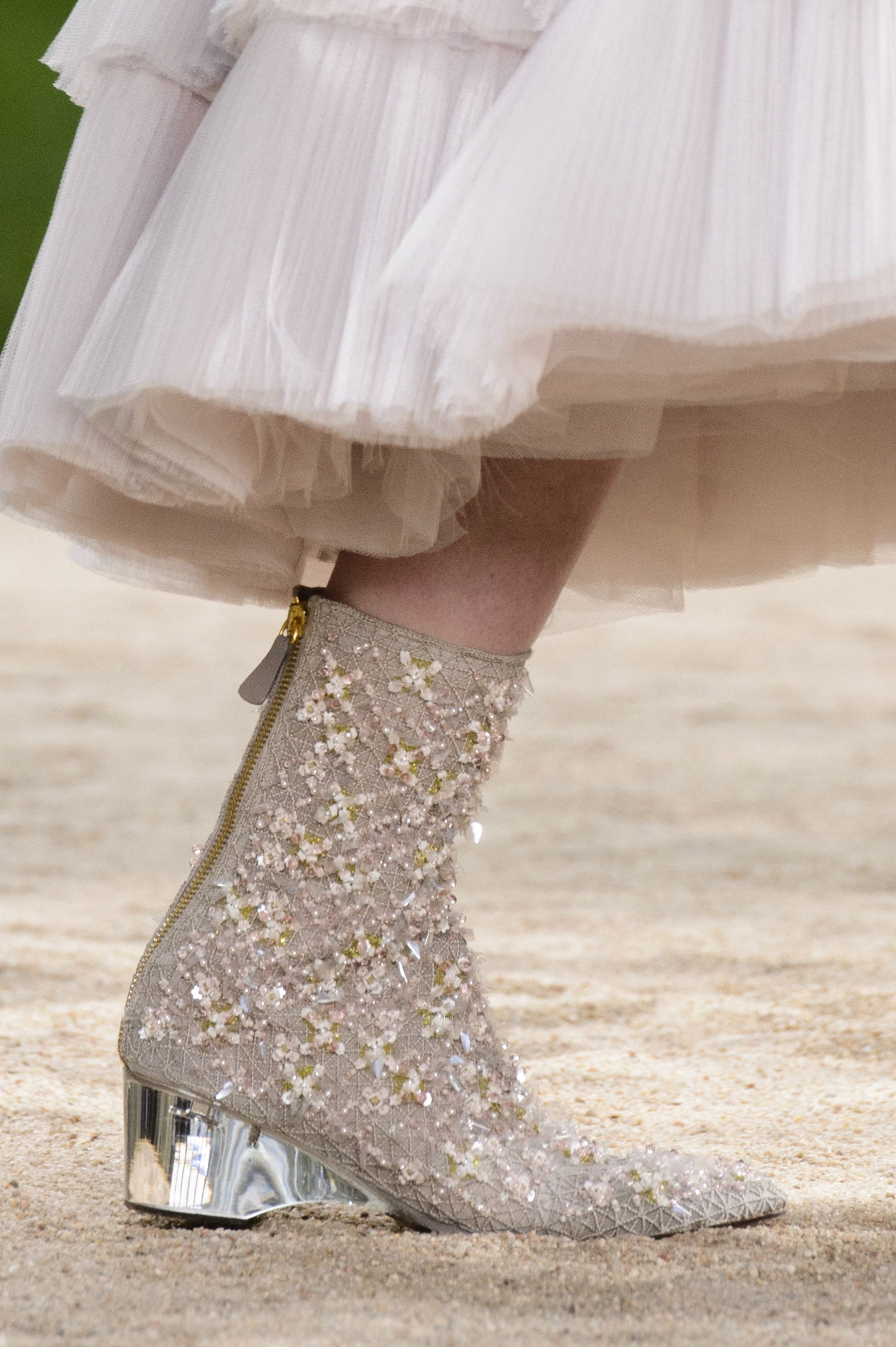 Chanel spring couture fashion show details the impression