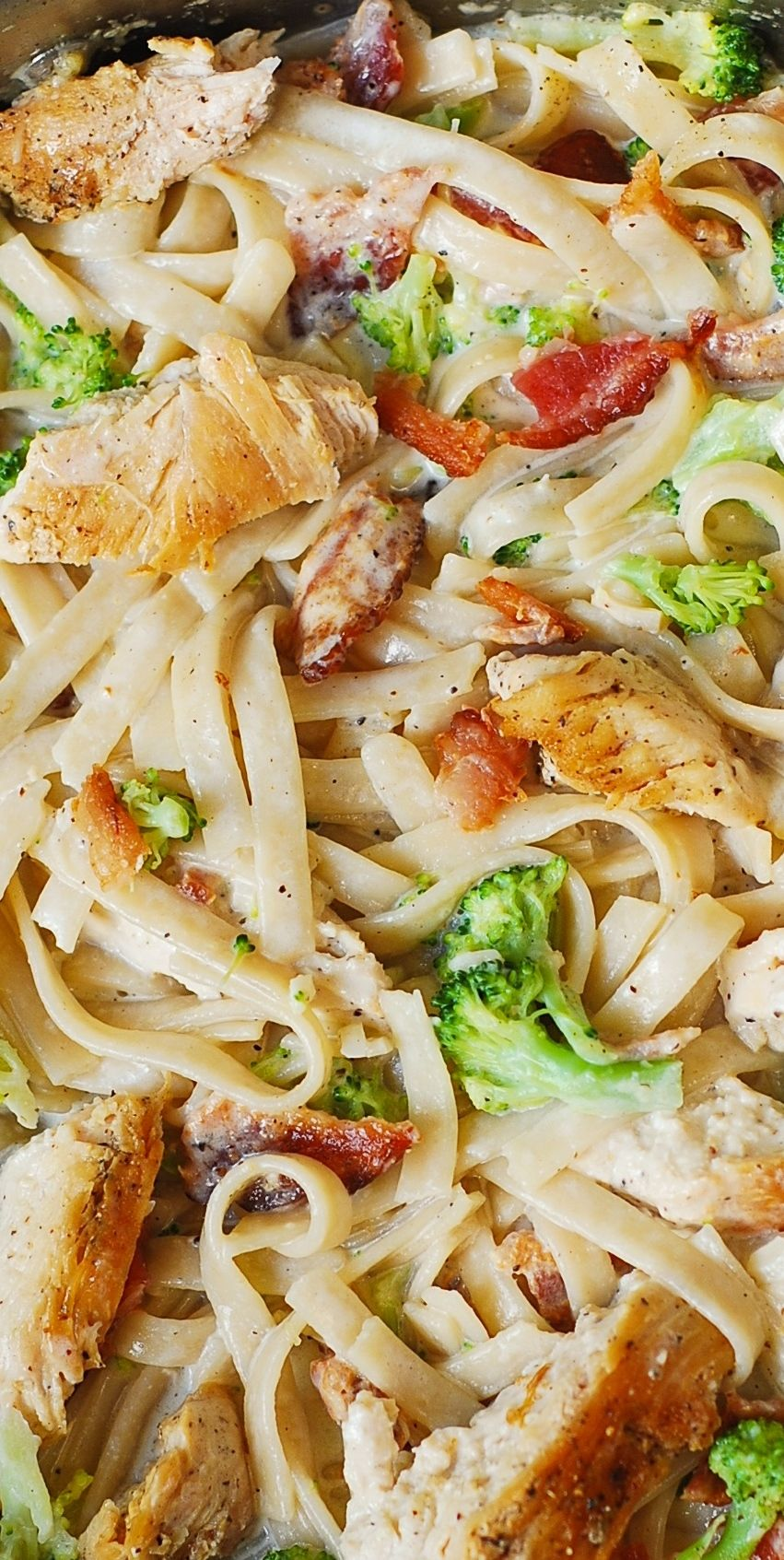 Creamy Broccoli, Chicken Breast, And Bacon Fettuccine -2382