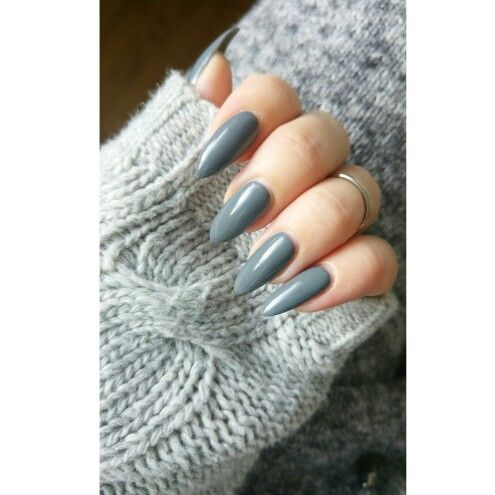Gray nails and knits ^^