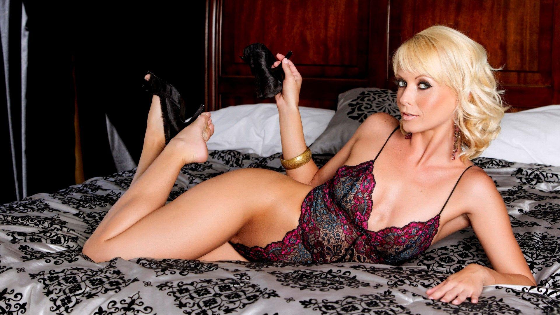 Шикарные мамочки блондинки, порно групповое клизма