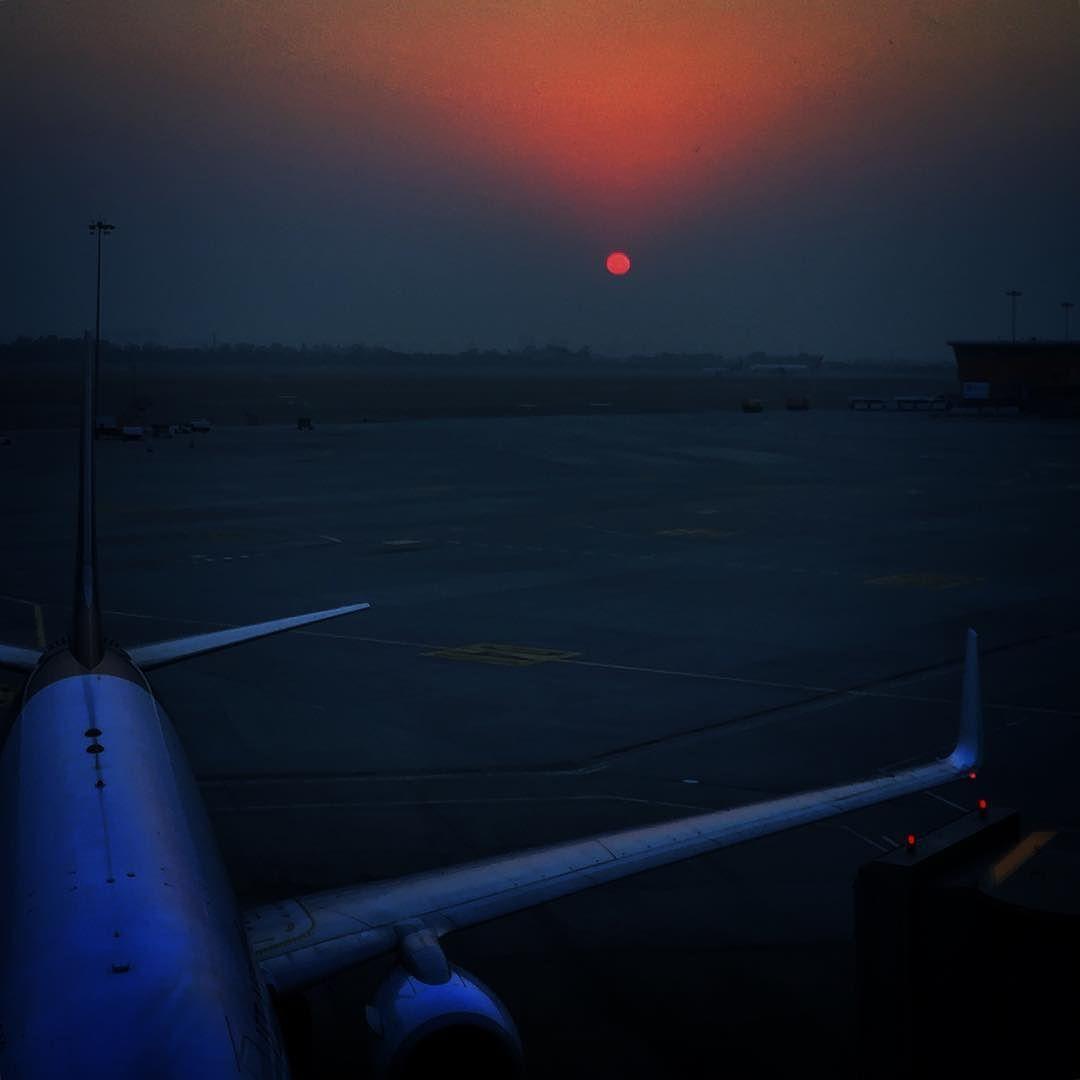 Delhi Sunset #delhi #delhigram #igdaily #india #india_gram #igersindia #T3 #photography #underexposed #sunset #airport #photooftheday #photographer #iphoneonly
