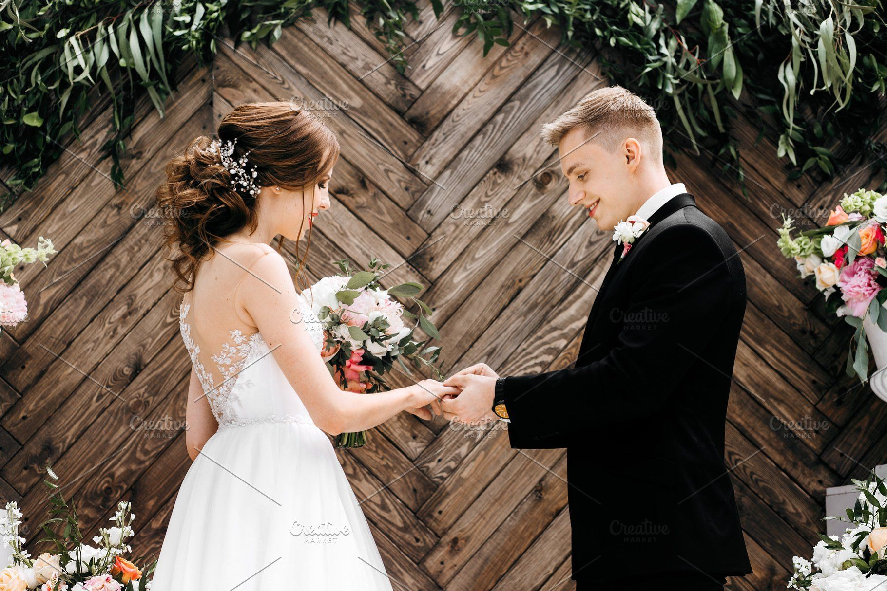Awesome Wedding Couple On Ceremony In 2020 Wedding Couples Fun Wedding Wedding Ceremony Decorations