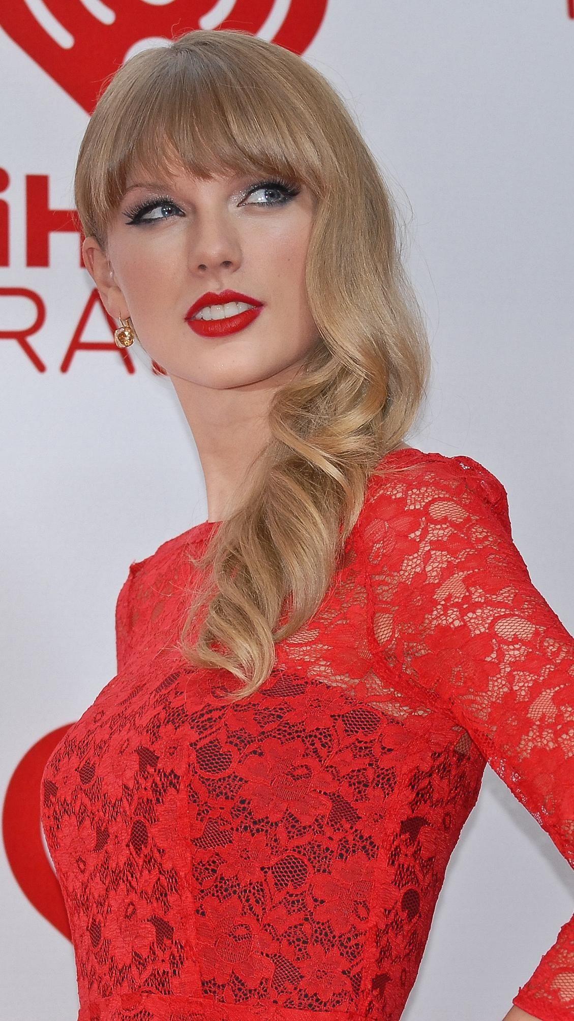 Taylor Swift   Taylor swift legs, Taylor swift hot, Taylor