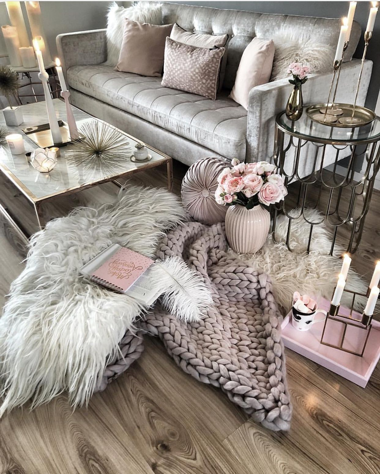 This mix of pinks, purples and silvers is perfect  Kleine wohnung