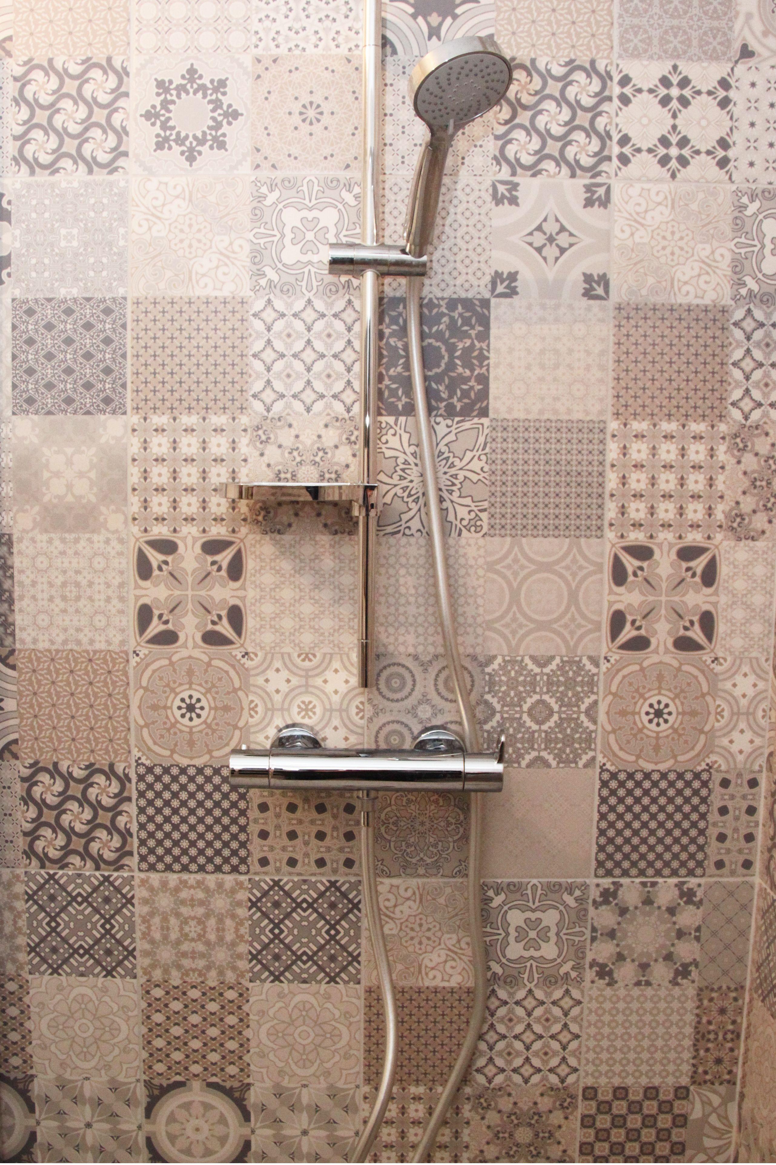 barre de douche réglable avec gestion thermostatique sur carreau ...