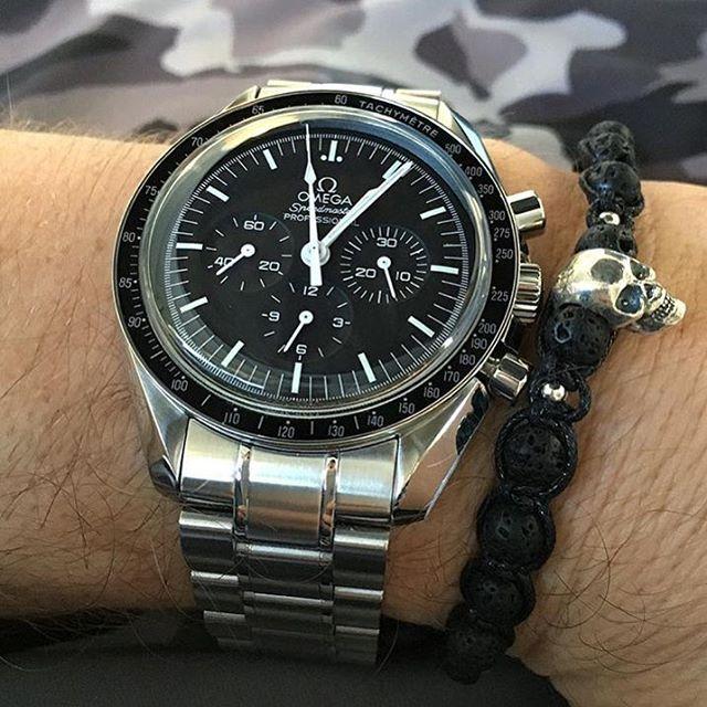 Daily Watch - @blaabear wearing a Omega Speedmaster in ...