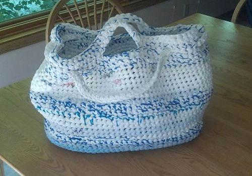 Ravelry: T-shirt Yarn Market Bag (Tarn) pattern by Celia Wirth