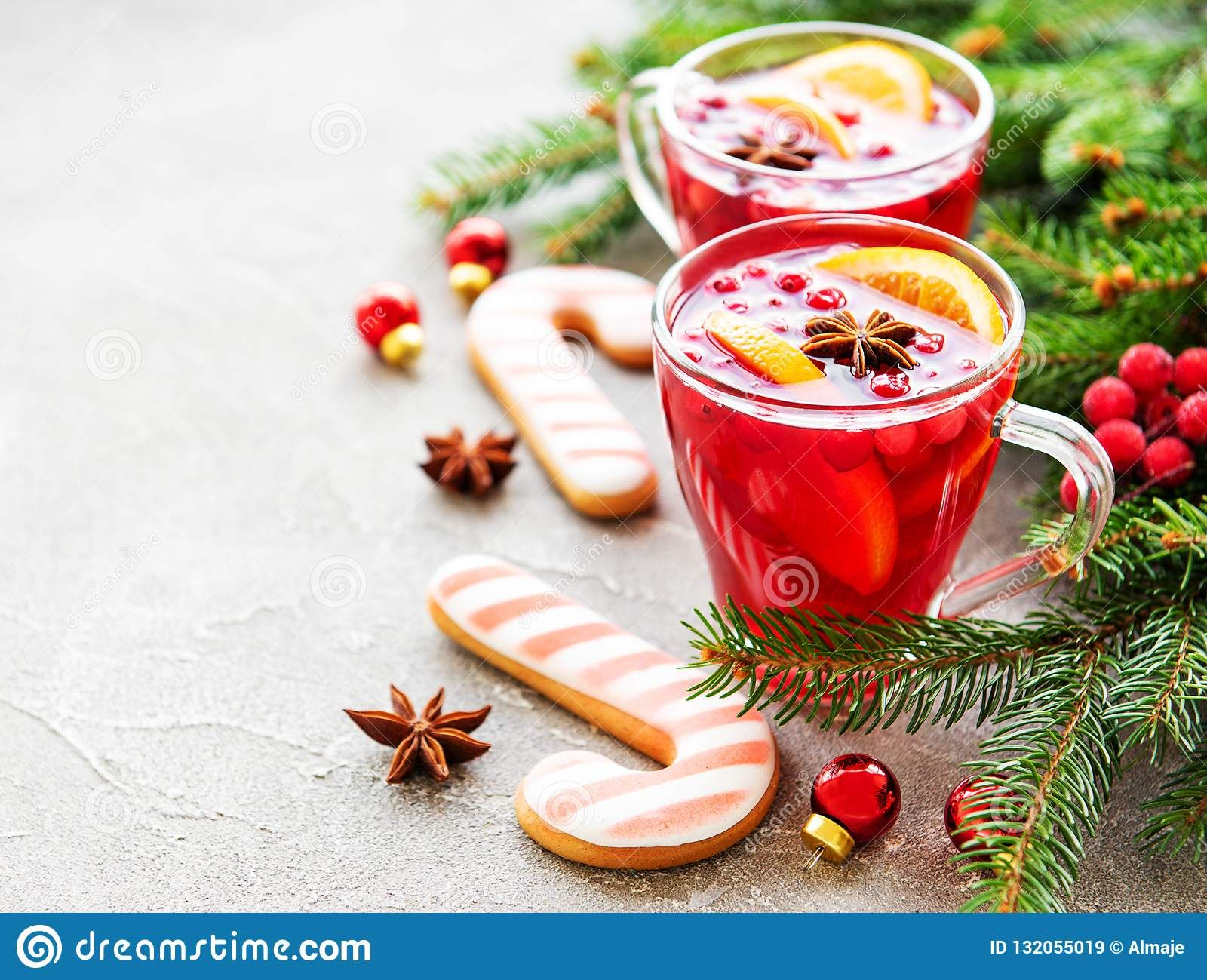 Mulled Wine With Oranges And Spices Christmas Winter Mulledwine Gluhwein With Images Mulled Wine Mulled Mulled Wine Glasses