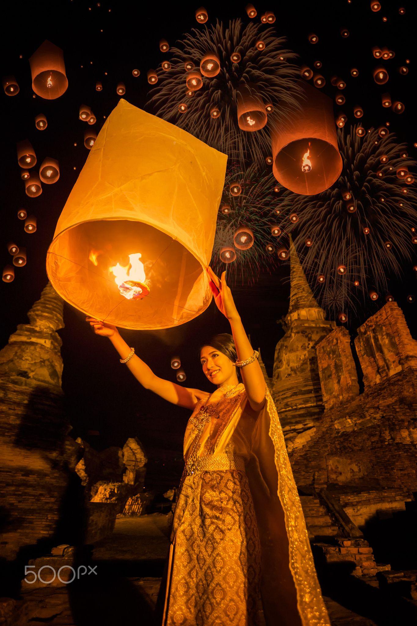 Thai woman floating lamp - Thai woman floating lamp in Wat Phrasisanpetch at Ayutthaya,Thailand