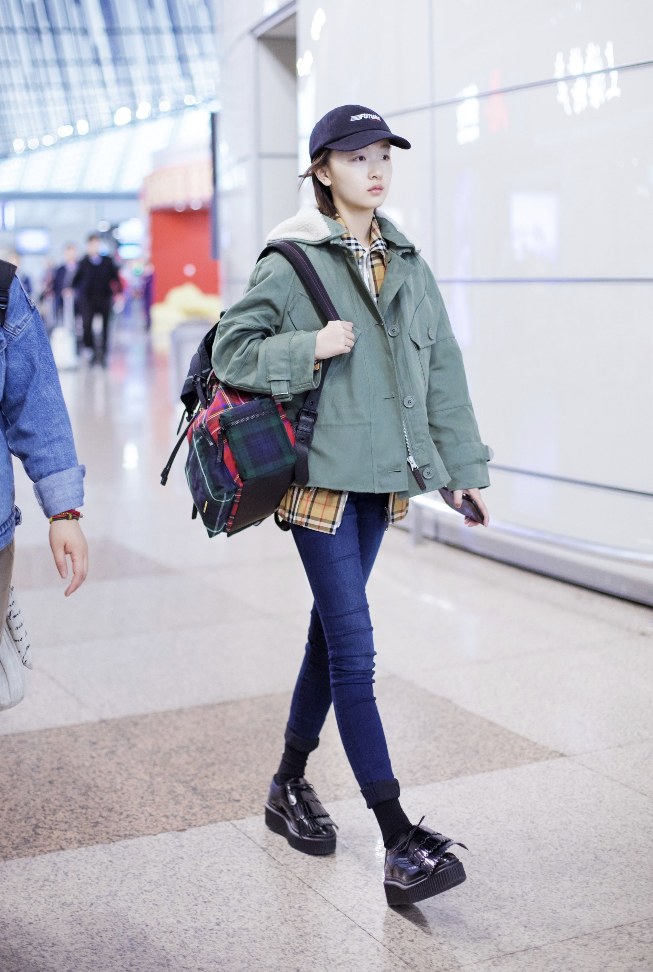 df874a9c24ff4  ZhouDongyu travelling to  LFW
